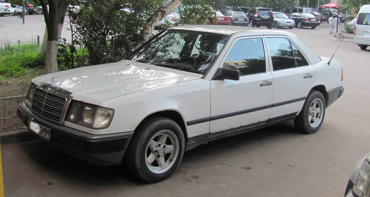 мерседес 1987 года фото