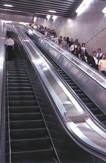 Длина этих эскалаторов на станции Нагататё - 34 метра