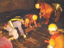Укладка новых рельсов, ремонт и техническое обслуживание проводятся ночью