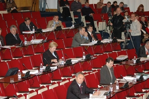 Приморские депутаты намерены добиваться через прокуратуру наказания для автора документа, изменившего пошлины на иномарки