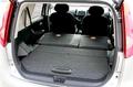 А на этой фотографии изображен багажник в том случае, когда задние сидения салона полностью сложены. Как вы видите, пол сделался ровным. И длина его превысила 1 метр, если мерить от линии дверного проема. Удобно для погрузки или выгрузки багажа, не так ли?