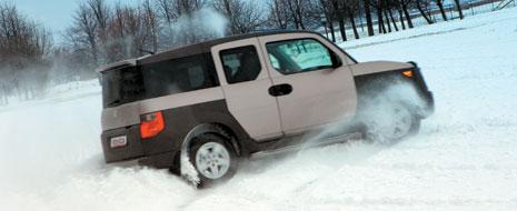 Element отлично управляется в скольжениях, ни на мгновение не выходя из-под контроля водителя.