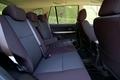 Поскольку кузов нового поколения Escudo оказался более габаритным, в районе задних сидений появился полезный дополнительный объем. Хотя объективности ради следует отметить, что из-за высокого туннеля карданного вала среднее место сзади оказывается не совсем удобным.