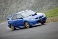 Устойчивость на ходу в значительной степени обусловлена применением гордости инженеров Subaru – системой постоянного привода всех 4-х колес под названием AWD. Ее еще называют «система AWD симметричного типа».Устойчивость на ходу в значительной степени обусловлена применением гордости инженеров Subaru – системой постоянного привода всех 4-х колес под названием AWD. Ее еще называют «система AWD симметричного типа».