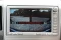 Так выглядит изображение на экране монитора бокового обзора. Поскольку при повороте налево можно следить за тем, как ведет себя левая сторона кузова, рулить можно с большей уверенностью.