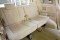 В салоне нового поколения модели по сравнению с предыдущим поколением облегчен доступ к сидениям третьего ряда. Это достигнуто за счет широкой раздвижной двери и особой компоновки кресел второго ряда.