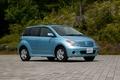 Нижняя часть кузова выкрашена в цвет всего автомобиля, что усиливает впечатление заниженного центра тяжести. Появился также еще один вариант окраски кузова – светло-голубой металлик. Именно этот цвет кузова можно увидеть у автомобиля на фотографии.