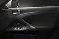 Скоростные качества Lexus IS находят свое подтверждение даже на внутренних панелях передних дверей. Качество внешней и внутренней отделки машины, а равно ее «начинка», если давать машине общую оценку, доказывают приверженность разработчиков автомобилей Lexus идее, которая звучит как «Всем машинам - одинаковый уровень качества».