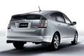 Если в первом поколении Prius вызывал нарекания по части недостатка мощности, то сейчас его показатели улучшились самым серьезным образом. На последней версии модели стоит 1.5-литровый двигатель и электрический мотор, и эта комбинация позволяет развивать такую мощную тягу, что автомобиль вполне может конкурировать с любой машиной 2-литрового класса.