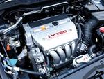 Двигатель, дополненный системой газораспределения типа i-VTEC, разгоняет машину с неизменной плавностью.