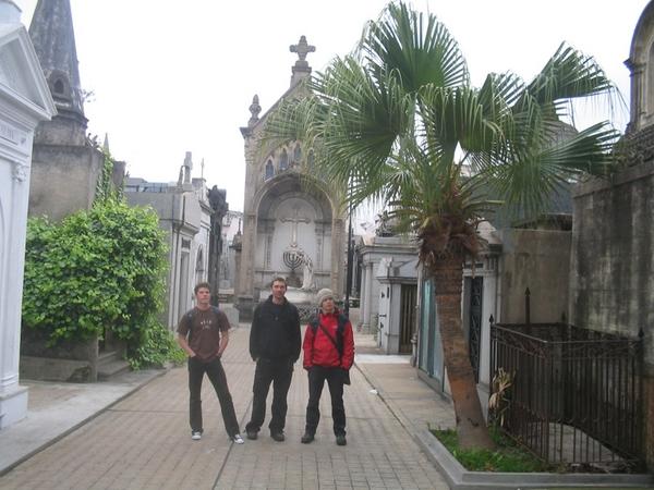 Кладбище Реколета. «Символ былой роскоши» Аргентины. Архитектура не то что впечатляет, а вызывает восхищение.