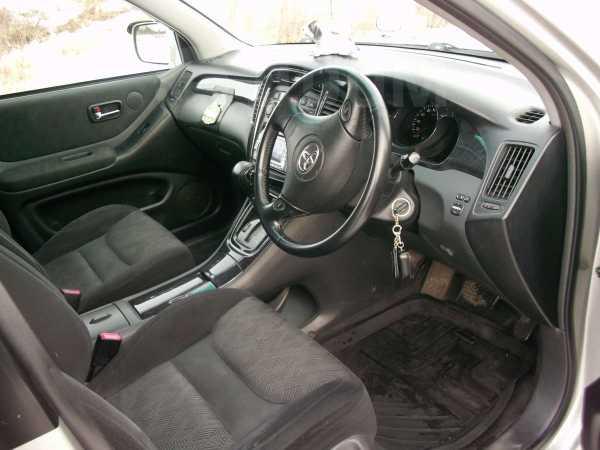 Toyota Kluger V, 2001 год, 636 000 руб.