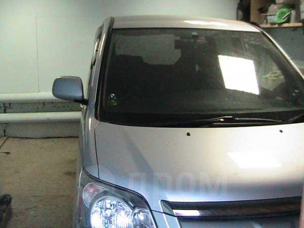 Toyota Noah, 2006 год, 640 000 руб.