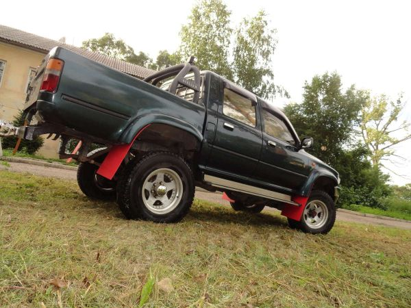 Toyota Hilux Pick Up, 1995 год, 490 000 руб.