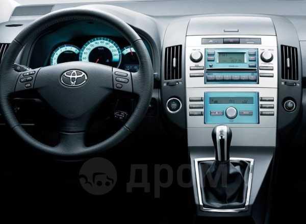 Toyota Corolla Verso, 2004 год, 440 000 руб.