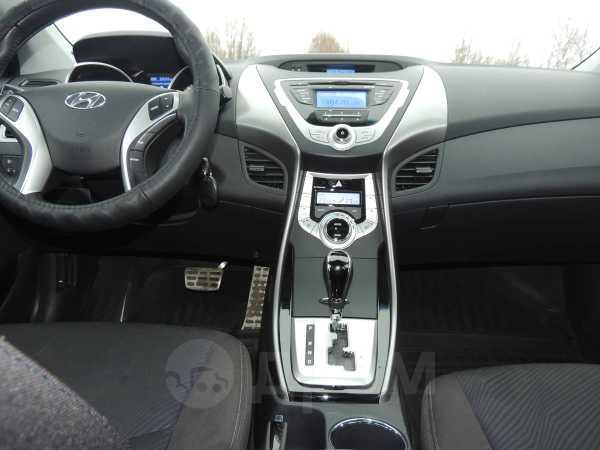Hyundai Elantra, 2012 год, 725 000 руб.