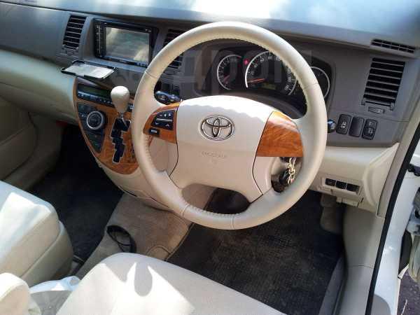 Toyota Isis, 2009 год, 655 000 руб.