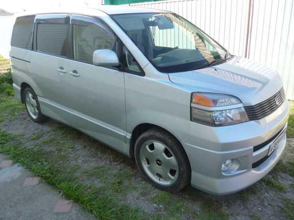 Toyota Voxy, 2002 год, 470 000 руб.