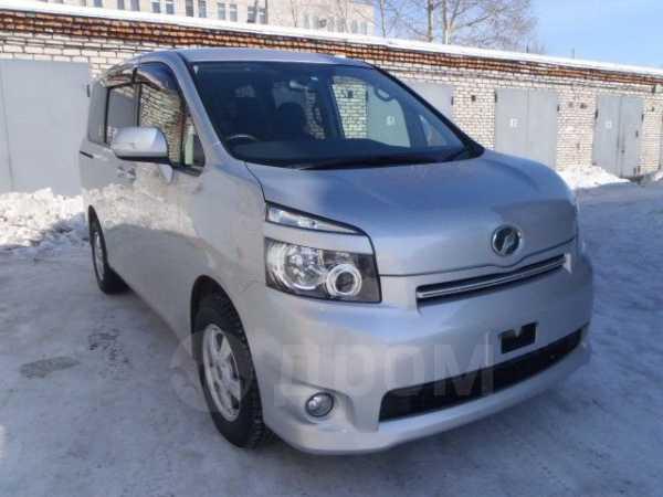 Toyota Voxy, 2007 год, 660 000 руб.