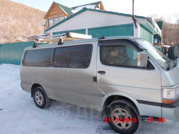 Toyota Hiace, 2002 год, 585 000 руб.