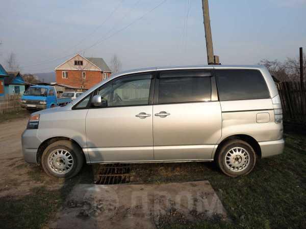 Toyota Voxy, 2004 год, 475 000 руб.