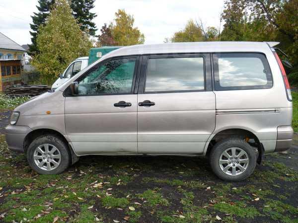 Toyota Town Ace Noah, 1999 год, 340 000 руб.