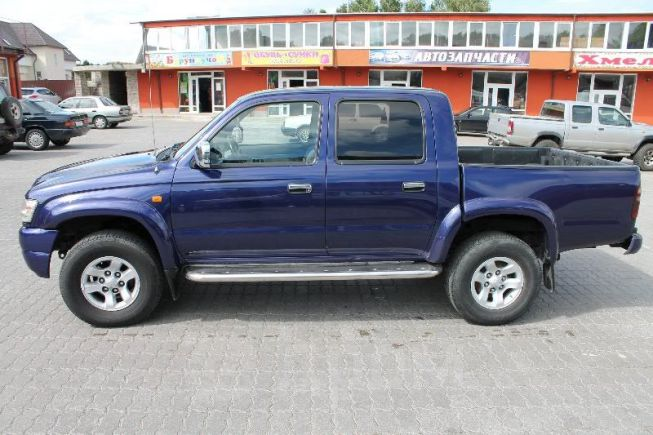 Toyota Hilux Pick Up, 2002 год, 560 000 руб.