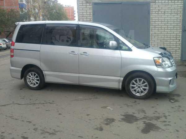 Toyota Noah, 2002 год, 520 000 руб.