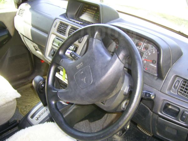 Mitsubishi Pajero iO, 2001 год, 400 000 руб.