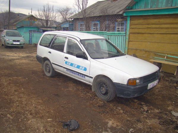 Nissan AD, 1993 год, 90 000 руб.