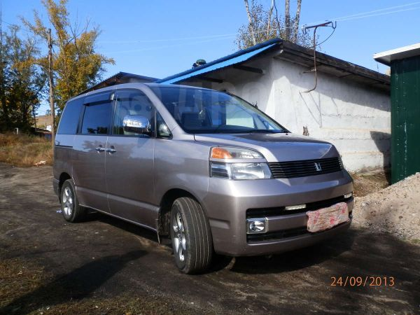 Toyota Voxy, 2002 год, 450 000 руб.