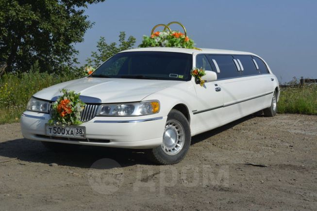 Lincoln Town Car, 2002 год, 600 000 руб.