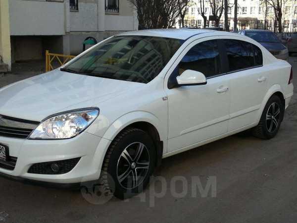 Opel Astra Family, 2012 год, 565 000 руб.