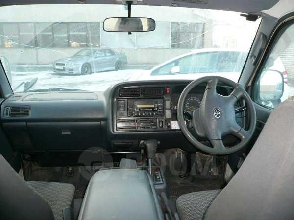 Toyota Hiace, 2002 год, 395 000 руб.