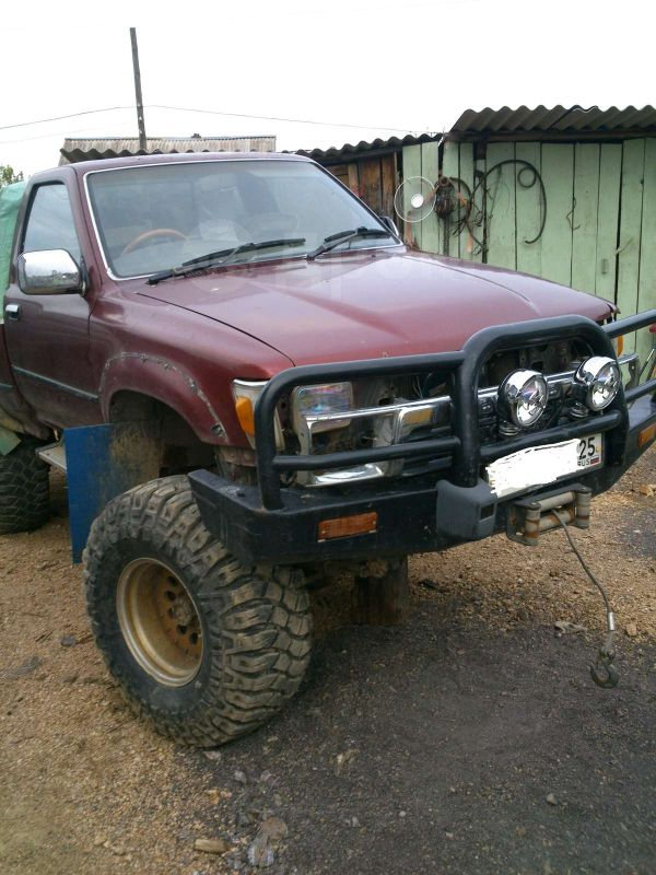 Toyota Hilux Pick Up, 1989 год, 300 000 руб.