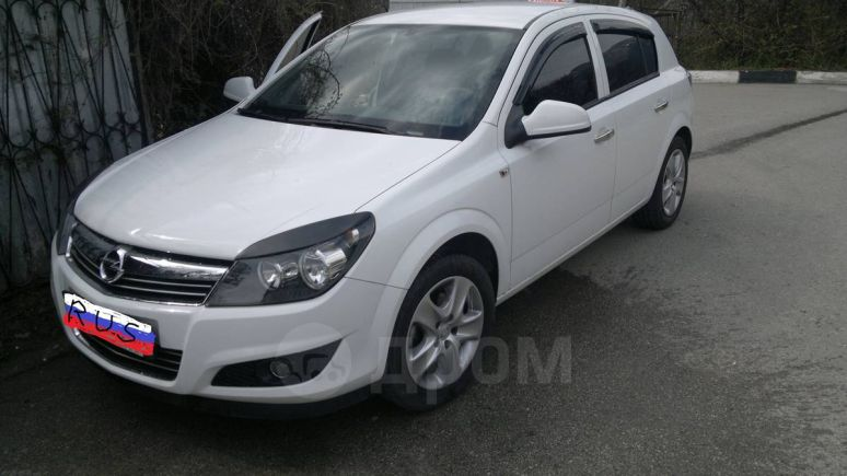 Opel Astra, 2011 год, $13500
