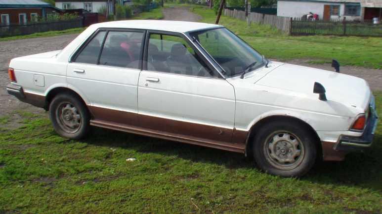Nissan Bluebird, 1982 год, 25 000 руб.