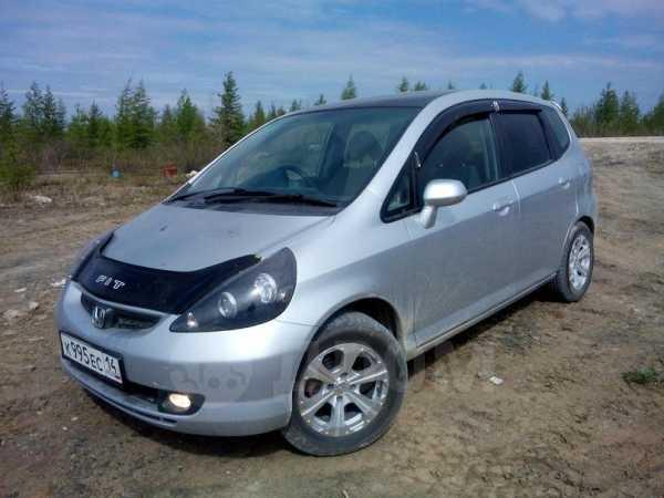 Honda Fit, 2001 год, 275 000 руб.