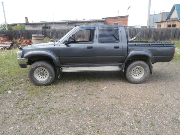 Toyota Hilux Pick Up, 1993 год, 470 000 руб.