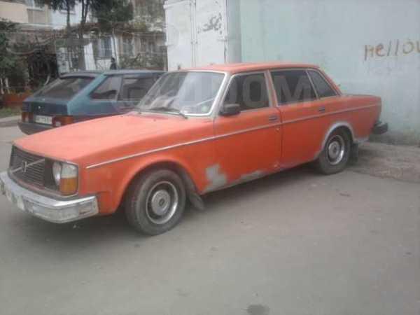 Volvo 240, 1982 год, $1200