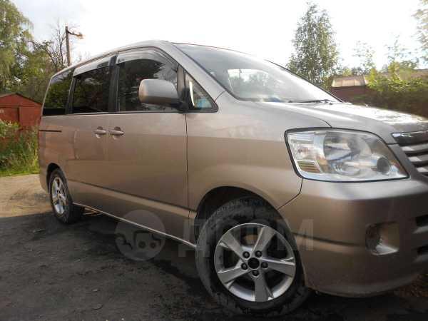Toyota Noah, 2004 год, 469 000 руб.