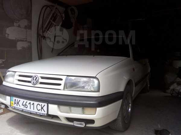Volkswagen Vento, 1994 год, 322 817 руб.