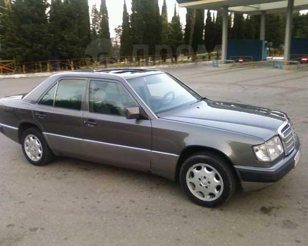 Mercedes-Benz E-Class, 1993 год, $7599