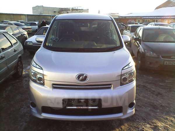 Toyota Voxy, 2008 год, 800 000 руб.