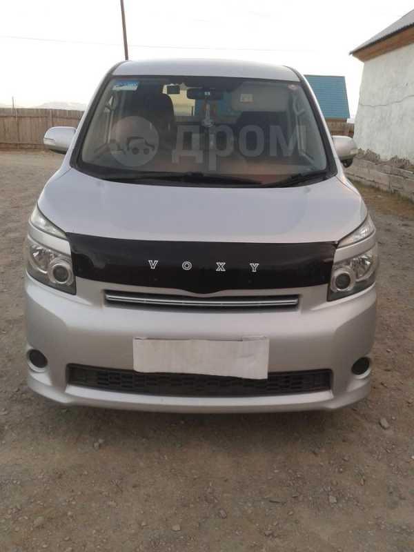 Toyota Voxy, 2008 год, 620 000 руб.