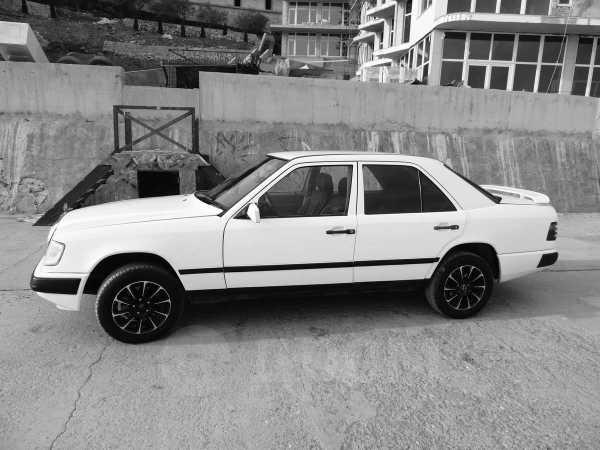 Mercedes-Benz E-Class, 1985 год, $4000