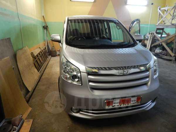 Toyota Noah, 2009 год, 745 000 руб.