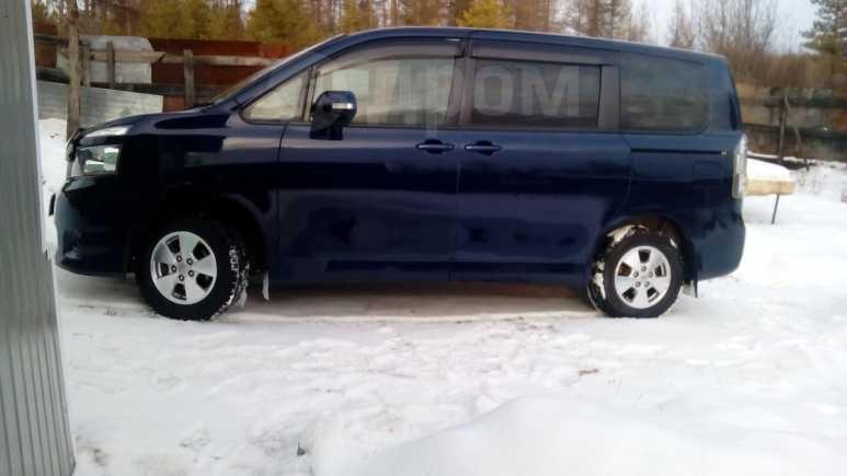 Toyota Voxy, 2007 год, 640 000 руб.