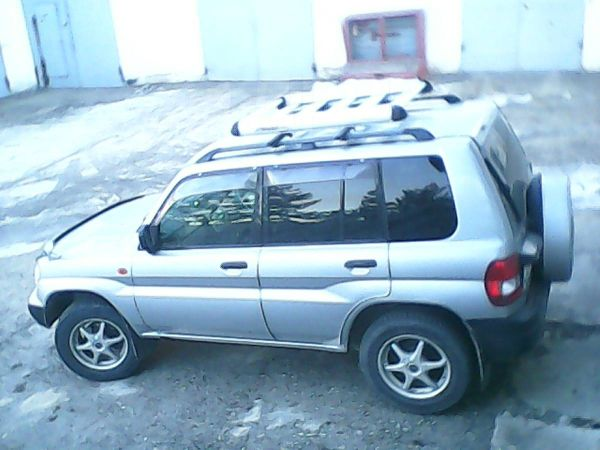 Mitsubishi Pajero iO, 1998 год, 295 000 руб.