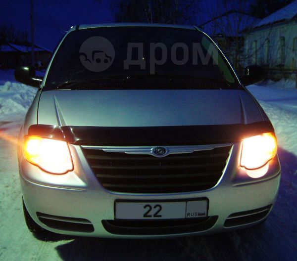 Chrysler Town&Country, 2004 год, 530 000 руб.